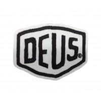 1590 Patch emblema bordado 8x6 DEUS EX MACHINA branco